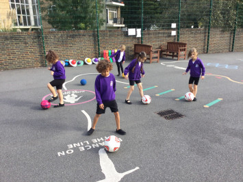 1L are encouraged to dribble in PE!
