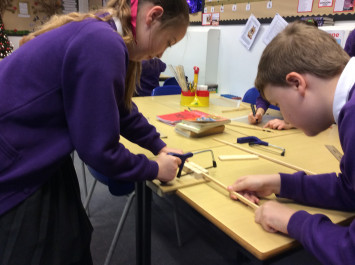 4L try carpentry in Topic