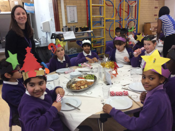 4L sit down for a wonderful Christmas lunch